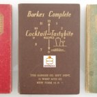 Complete Cocktail & Drinking Recipes, First Print, Erstausgabe von 1934 in Grün und Rot, Burke´s Complete Cocktail and Tastybite Recipes von 1936, by Harman Burney Burke (Barney Burke).